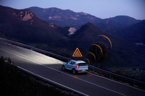 """""""Volvo"""" nuotr./""""Volvo Cars"""" pristato pirmąją automobilių pramonėje jungliąją saugumo technologiją"""