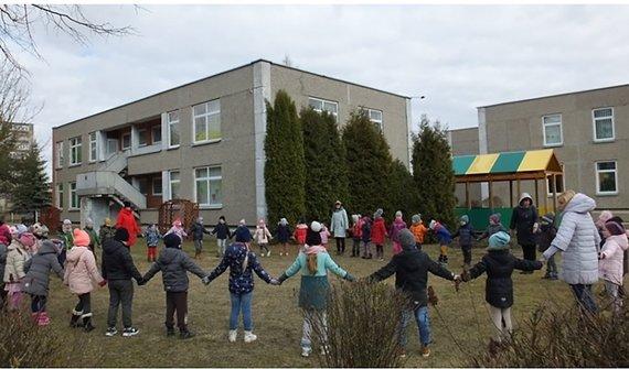 Kėdainių savivaldybės nuotr./Kėdainiečiai jau džiaugiasi atnaujintu lopšeliu-darželiu. Nuotrauka, daryta PRIEŠ renovaciją