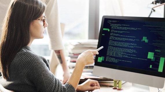 Shutterstock nuotr./Moterų programuotojų evangelistė J.Girdzijauskaitė