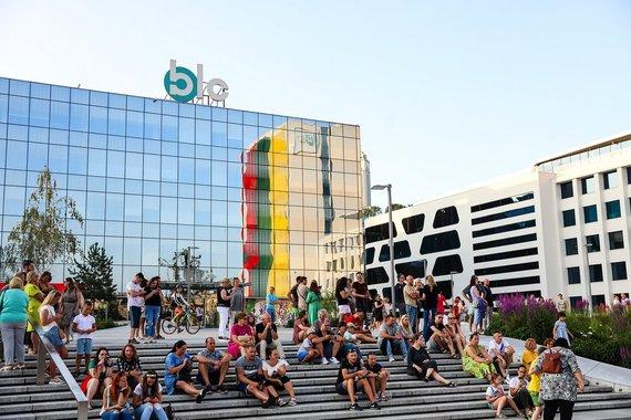 Singing the national anthem in Kaunas Vienybės Sq. Photo SBA