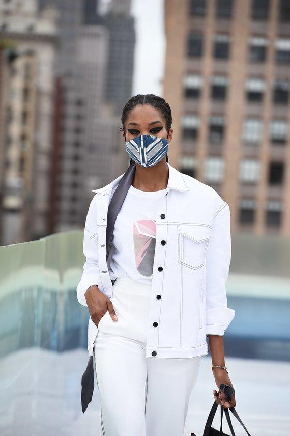 Lietuvės kurti šilko aksesuarai pasirodė ant Niujorko mados savaitės podiumo