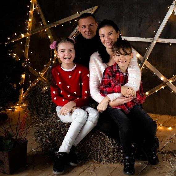 Asmeninio albumo nuotr./Neringa Stanevičienė su šeima