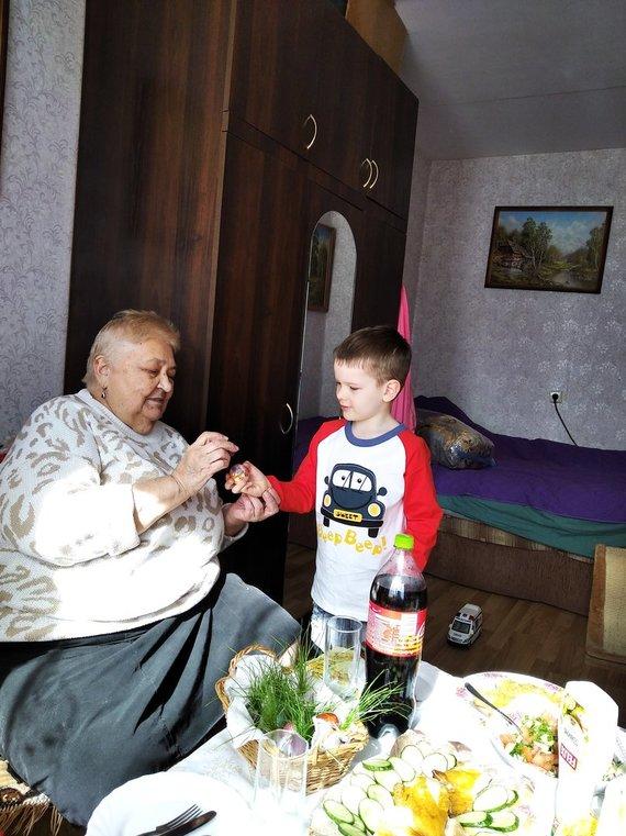 Asmeninio albumo nuotr./Genutė Lukoševičienė su anūku