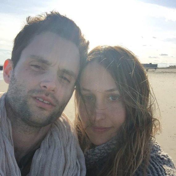 """""""Instagram"""" nuotr./Pennas Badgley su žmona Domino Kirke"""
