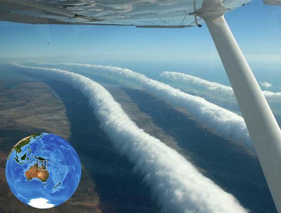 """Micko Petroffo nuotr./""""Rytinės šlovės"""" debesys Australijoje, 2009 m."""