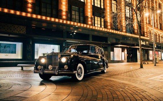 Rolls-Royce Phantom V gaus 120 kWh baterijas. (Lunaz nuotrauka)