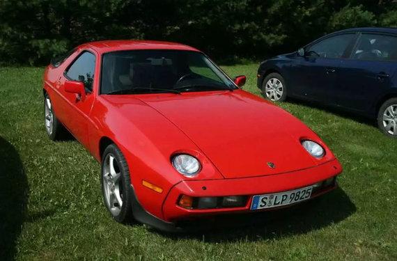 Wikimedia nuotr./Vienas iš ankstyvųjų Porsche 928 – savo laiku tai buvo labai modernus automobilis
