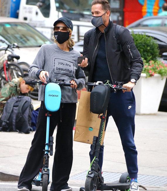 Vida Press nuotr./Paris Hilton ir Carteris Reumas Niujorke