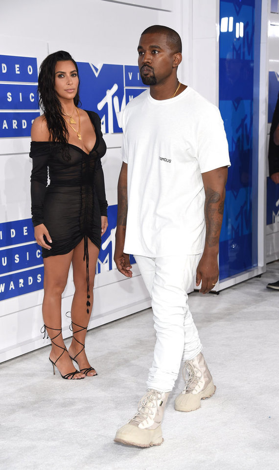 Vida Press nuotr./Kim Kardashian ir Kanye Westas