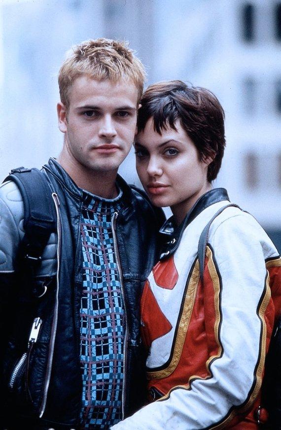 "Vida Press nuotr./Jonny Lee MIlleris ir Angelina Jolie filme ""Hackers"""