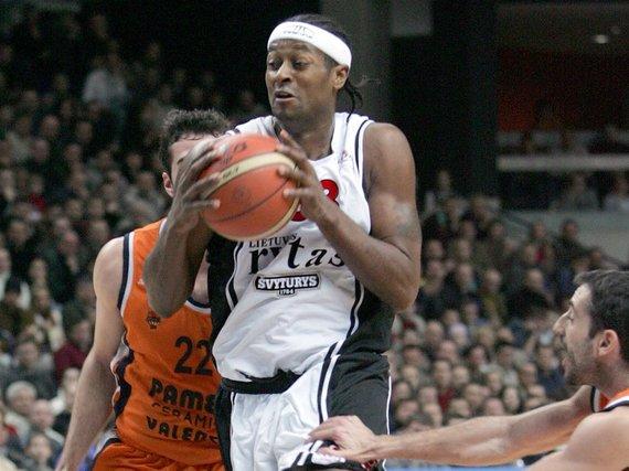 eurocupbasketball.com/Tyronas Nesby