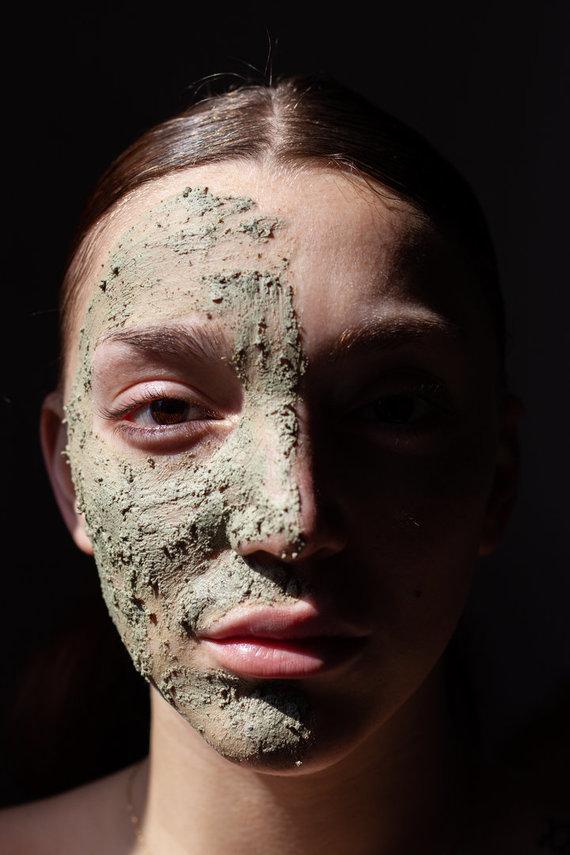 123RF.com nuotr./Šveičiamoji veido kaukė