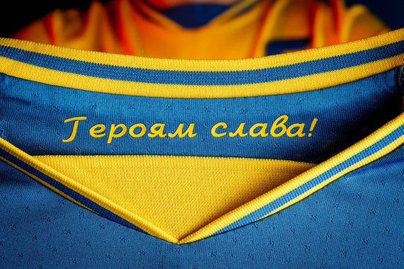 """Andrijaus Pavelko """"Facebook"""" paskyros nuotr./Šūkis ant Ukrainos rinktinės marškinėlių"""
