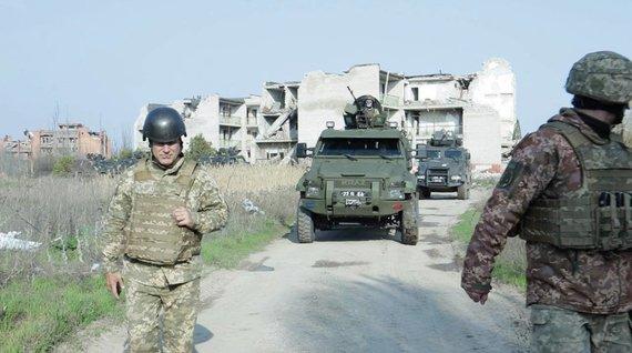 Erlando Abukausko / 15min nuotr./Avdijivkos miestas, vos trys šimtai metrų nuo fronto linijos, skiriančios Ukrainos pajėgas nuo Rusijos remiamų separatistų