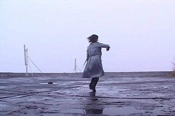 """kadras iš filmo/""""Šokanti ant stogų"""""""