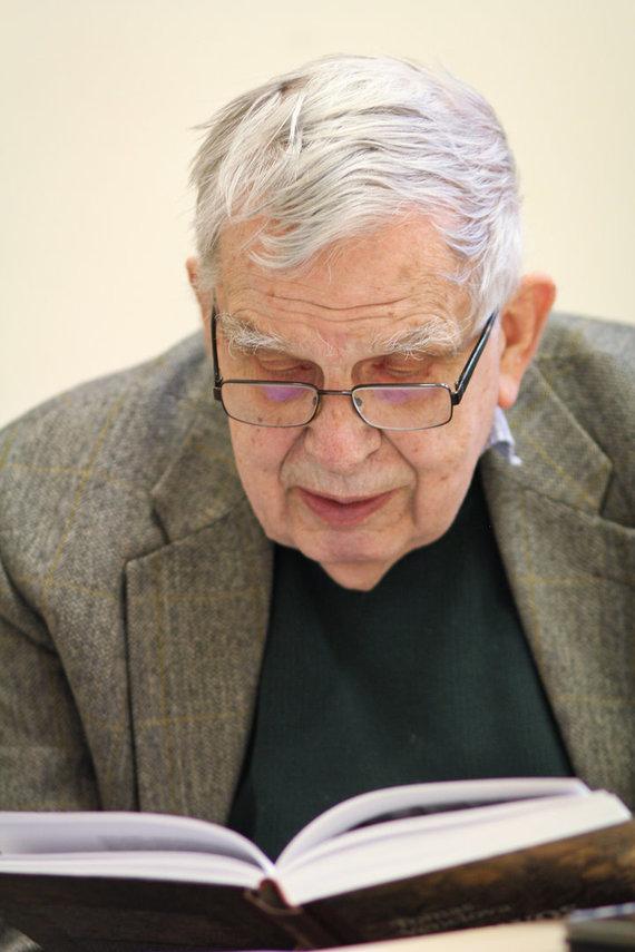 Karolinos Savickytės nuotr./Prof. T.Venclova skaito ištrauką iš savo knygos.