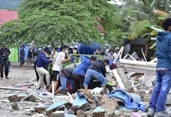 "AFP/""Scanpix"" nuotr./Žemės drebėjimas Indonezijoje"