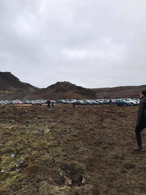 Donato Arlausko nuotr./Speciali automobilių aikštelė norintiems keliauti prie besiveržiančio ugnikalnio