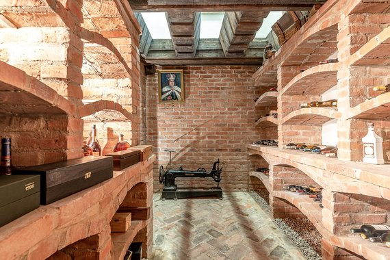 """""""Baltic Sotheby's International Realty"""" nuotr. /Namų pasididžiavimas – senovinis vyno rūsys"""