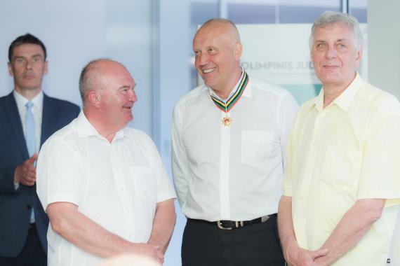 Elvis Žaldaris/Rimas Kurtinaitis (viduryje) ir Robertas Žulpa (dešinėje)