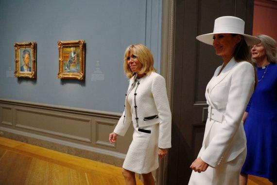 """""""Reuters""""/""""Scanpix"""" nuotr./Prancūzijos ir JAV pirmosios ponios muziejuje gėrėjosi Cezanne'o paveikslais"""