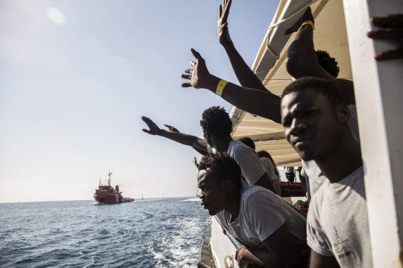 """AFP/""""Scanpix"""" nuotr./Migrantai plaukia į Italiją"""
