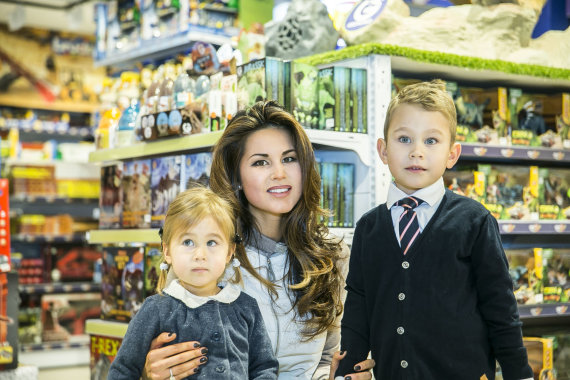 Viganto Ovadnevo/Žmonės.lt nuotr./Viktorija Macijauskienė su dukra Gabriele ir sūnumi Laurynu