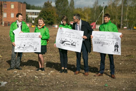 Juliaus Kalinsko / 15min nuotr./LVŽS nariai: Vytautas Bakas, Virginija Vingrienė ir Martynas Norbutas protestuoja prieš Vilniaus atliekų deginimo jėgainę