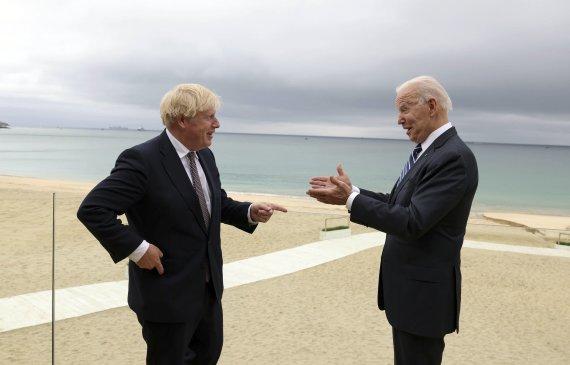 Scanpix / SIPA Photo / Boris Johnson and Joe Biden