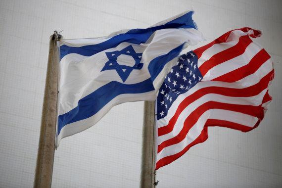 """""""Reuters""""/""""Scanpix"""" nuotr./Izraelio vėliava, JAV vėliava"""