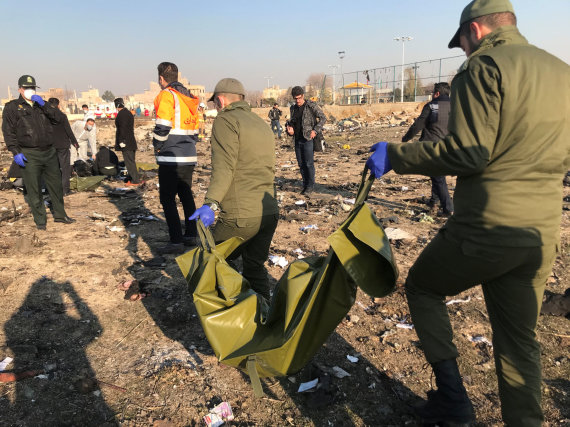 """""""Reuters""""/""""Scanpix"""" nuotr./Irane sudužo Ukrainai priklausantis keleivinis lėktuvas """"Boeing 737"""""""