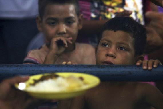 """""""Scanpix""""/AP nuotr./Alkani ir netekę vilties venesueliečiai plūsta į Braziliją"""