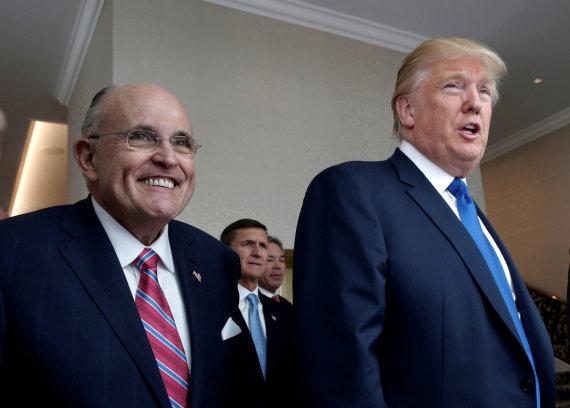 """""""Reuters""""/""""Scanpix"""" nuotr./Rudy Giuliani ir Donaldas Trumpas"""