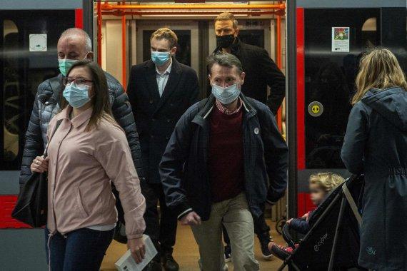 """AFP/""""Scanpix"""" nuotr./Antroji koronaviruso banga Čekijoje"""