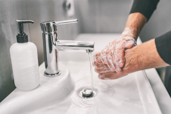 123RF.com nuotr./Rankų plovimas – būtinas saugantis virusų