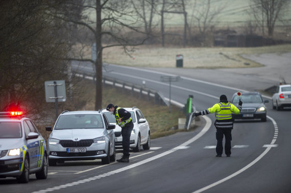 """""""Scanpix""""/AP nuotr./Čekija įvedusi kelionių suvaržymus pasitelkė 30 tūkst. policininkų ir karių"""