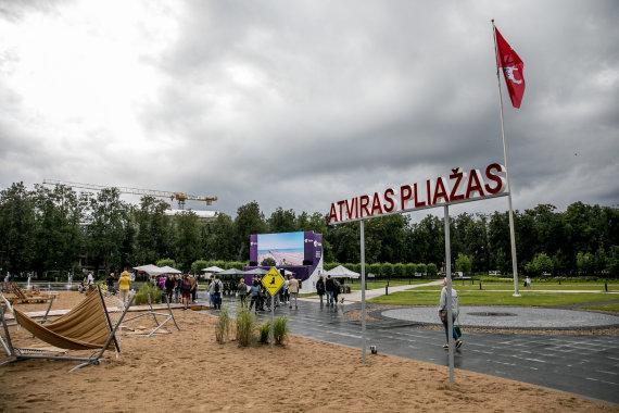 Juliaus Kalinsko / 15min nuotr./Paplūdimys Lukiškių aikštėje