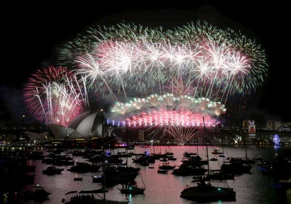 """""""Reuters""""/""""Scanpix"""" nuotr./Naujametiniai fejerverkai prie Sidnėjaus operos"""