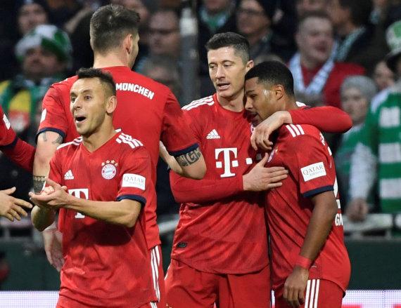 """""""Reuters""""/""""Scanpix"""" nuotr./Serge Gnabry (dešinėje) du įvarčiai atnešė pergalę Miuncheno """"Bayern""""."""