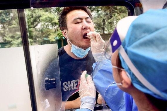 """AFP/""""Scanpix"""" nuotr./Koronaviruso tyrimai Kinijoje"""