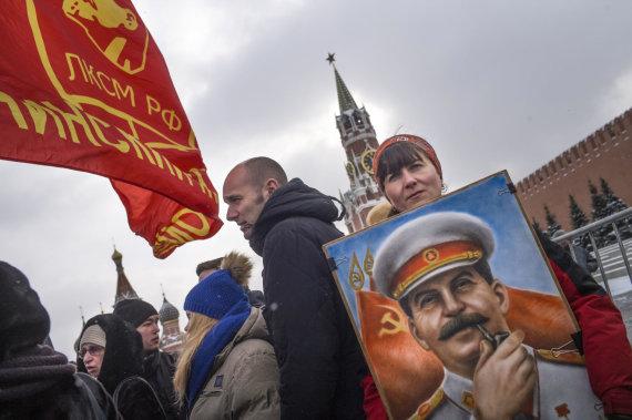 """""""Scanpix""""/AP nuotr./Josifo Stalino gerbėjai mini 65-ąsias jo mirties metines"""