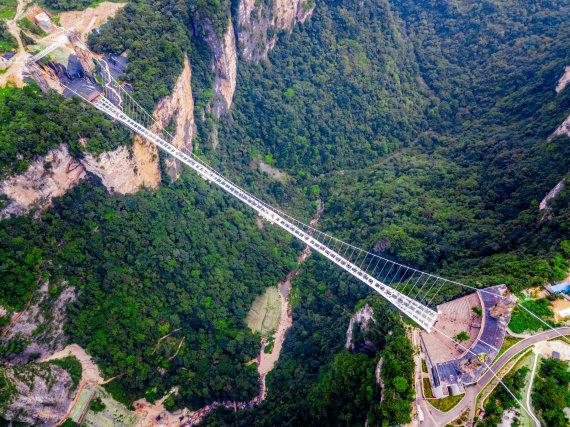 """""""Shutterstock"""" nuotr./Stiklo tiltas, Džangdziadzės nacionalinis miškų parkas, Kinija"""