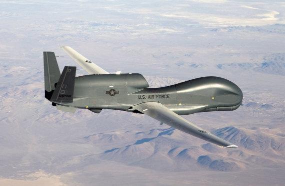 """""""Reuters""""/""""Scanpix"""" nuotr./JAV bepilotis orlaivis """"RQ-4 Global Hawk"""""""