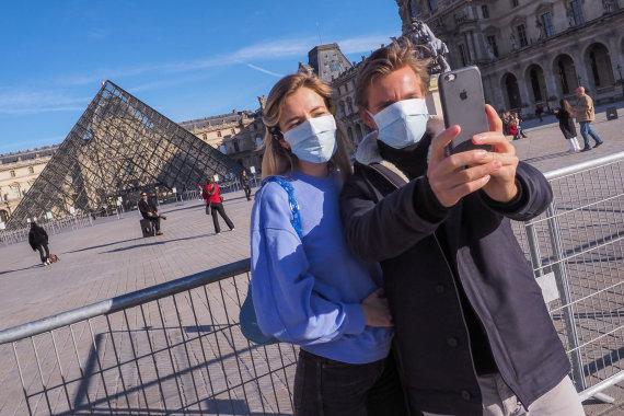 """""""Scanpix""""/""""SIPA"""" nuotr./Turistai Paryžiuje koronaviruso pandemijos metu"""