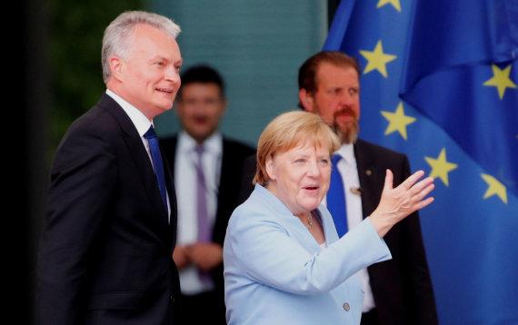 """AFP/""""Scanpix"""" nuotr./G.Nausėda ir A.Merkel"""