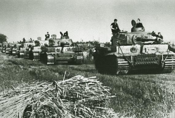 """Bovingtono tankų muziejaus nuotr./""""Tigrų"""" kolona"""