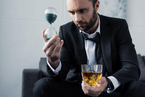 123RF.com nuotr./Alkoholizmu susirgti gali bet kas