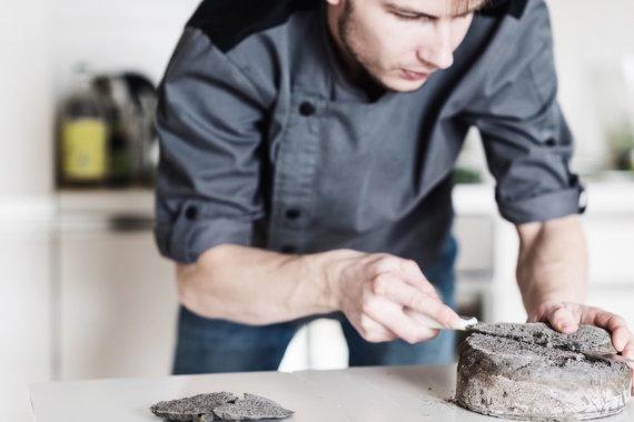 Gabijos Monikos Vainiutės nuotr./Matjes silkės torto gaminimas