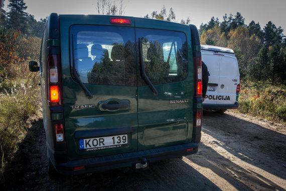 Vidmanto Balkūno / 15min nuotr./VSAT mikroautobusas, kuriuo pasienietis, vežęs migrantus, vieškeliu važiuodavo ir 120 km/h greičiu