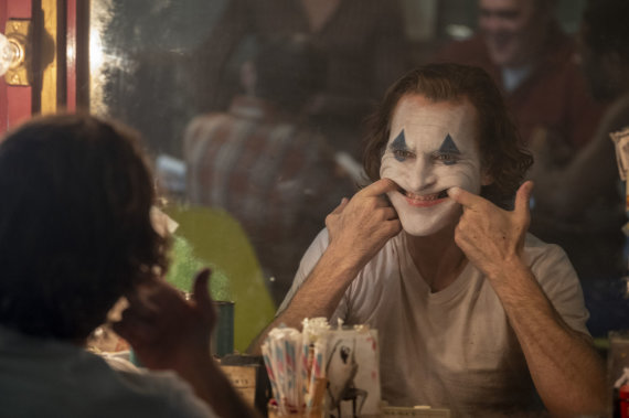 """""""Scanpix""""/AP nuotr./Joaquinas Phoenixas vaidina Džokerį"""